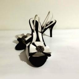 Sandalia piel Blanca y Negra